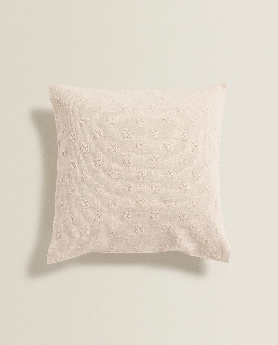 TEXTURED FLOWER CUSHION COVER
