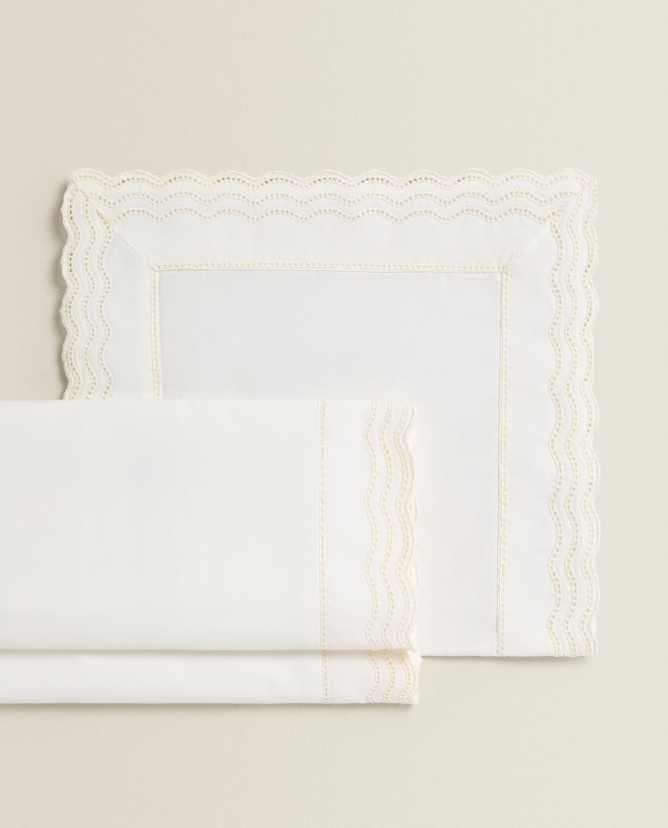 EMBROIDERED SCALLOPED MINI COT AND MOSES BASKET SHEET SET