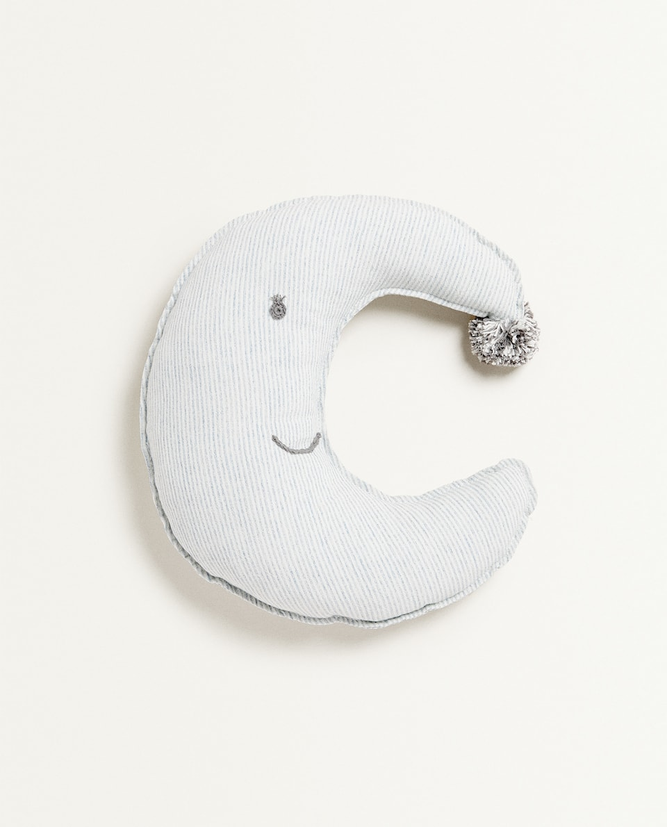 MOON-SHAPED CUSHION