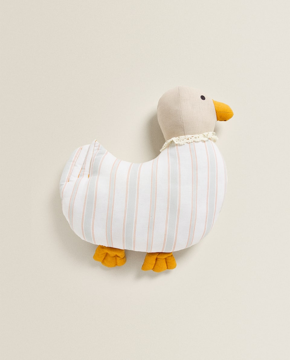 DUCKLING-SHAPED CUSHION