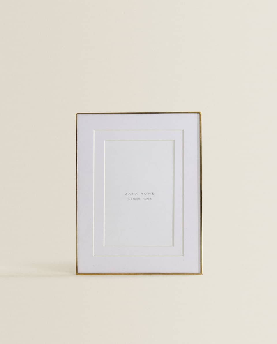 THIN GOLD FRAME WITH DOUBLE PASSE-PARTOUT