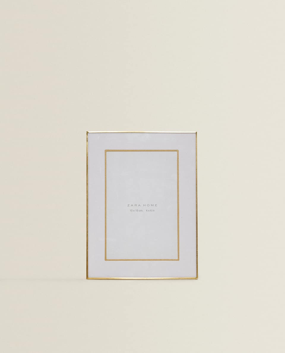 THIN GOLD FRAME WITH PASSE-PARTOUT