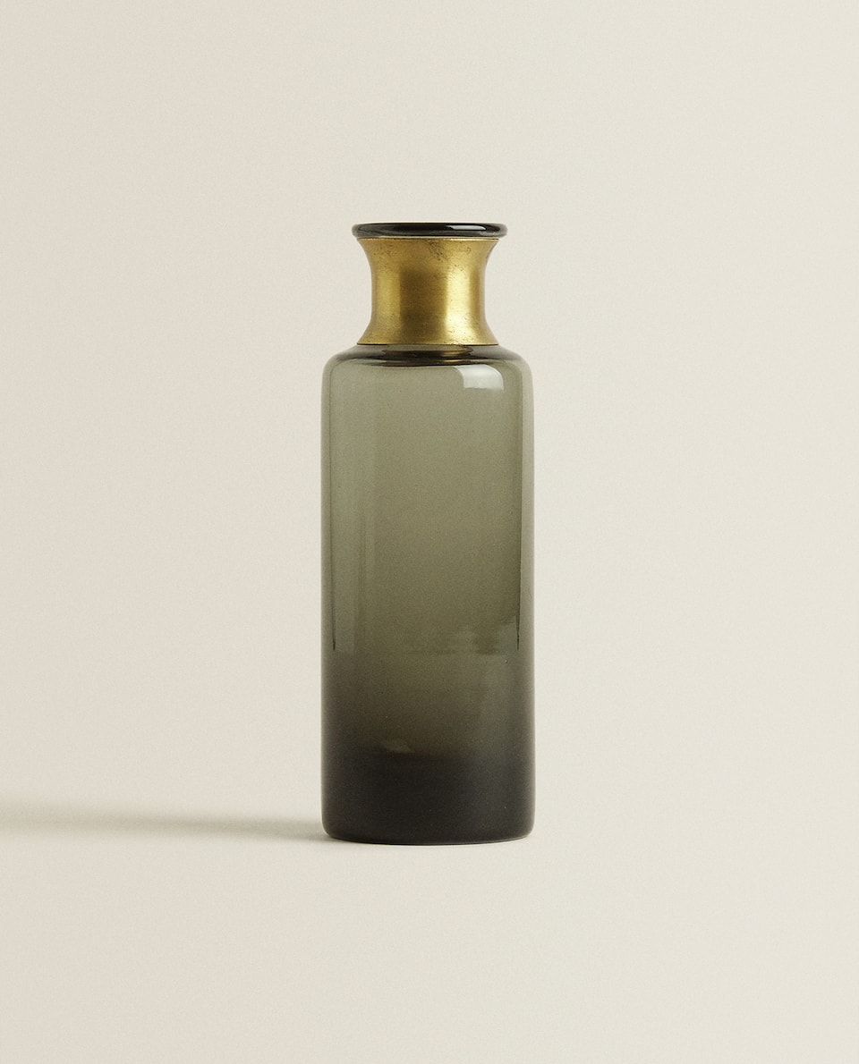BOTTLE WITH APPLIQUÉ