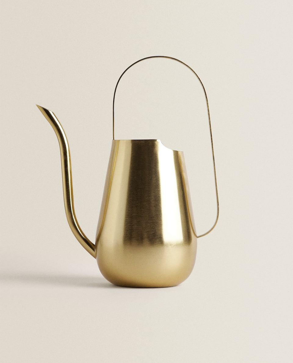 DECORATIVE GOLDEN WATERING CAN