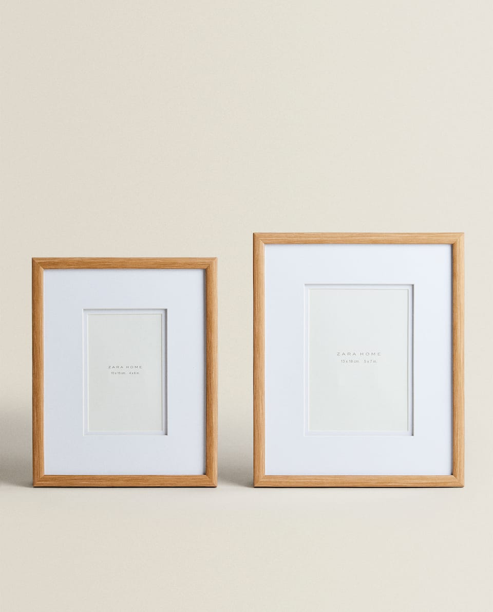 LIGHT WOODEN FRAME WITH PASSE-PARTOUT