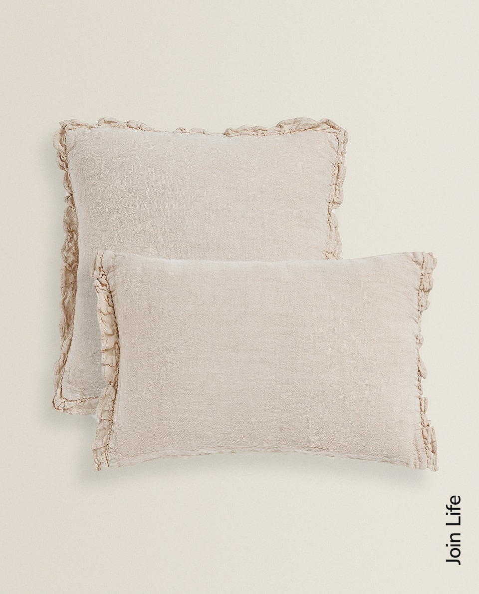 LINEN THROW PILLOW WITH RUFFLES
