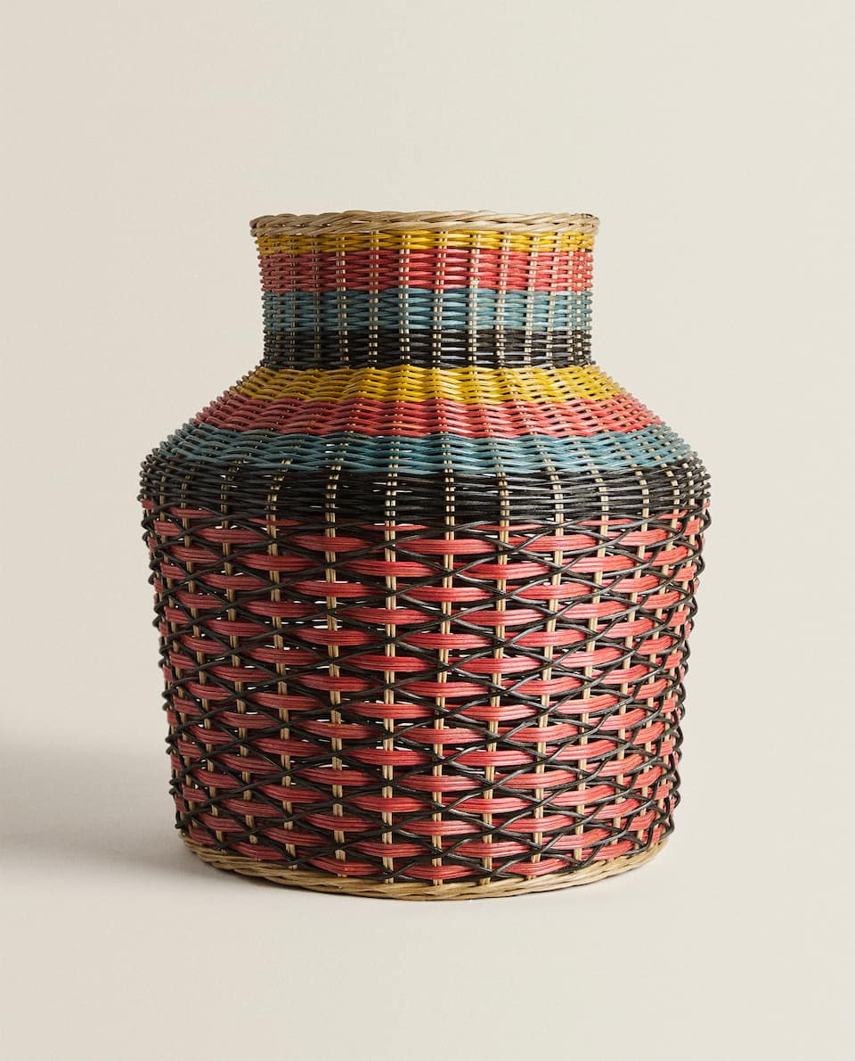 VASE-SHAPED BASKET