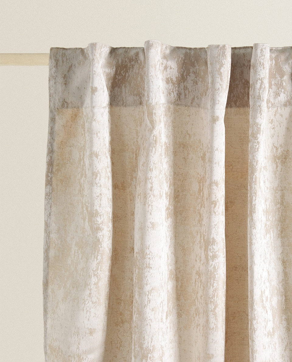 ANTIQUE-FINISH CURTAIN
