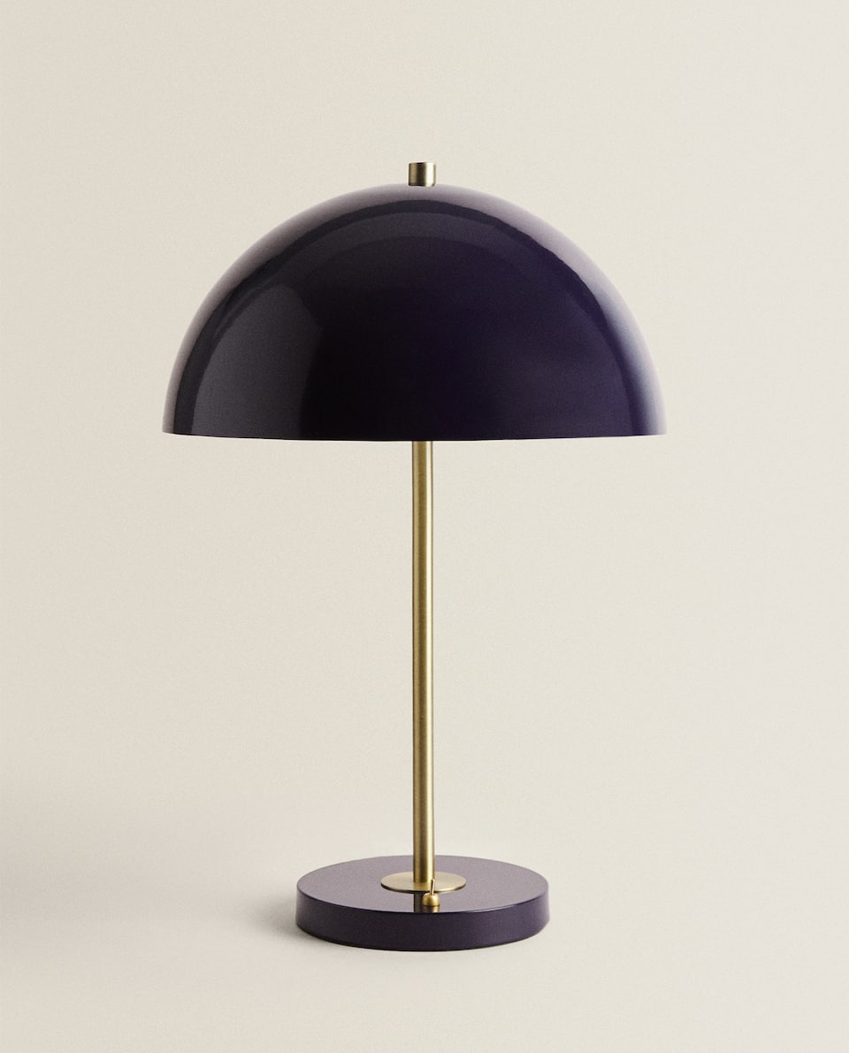 LAMP WITH A METAL DOME LAMPSHADE