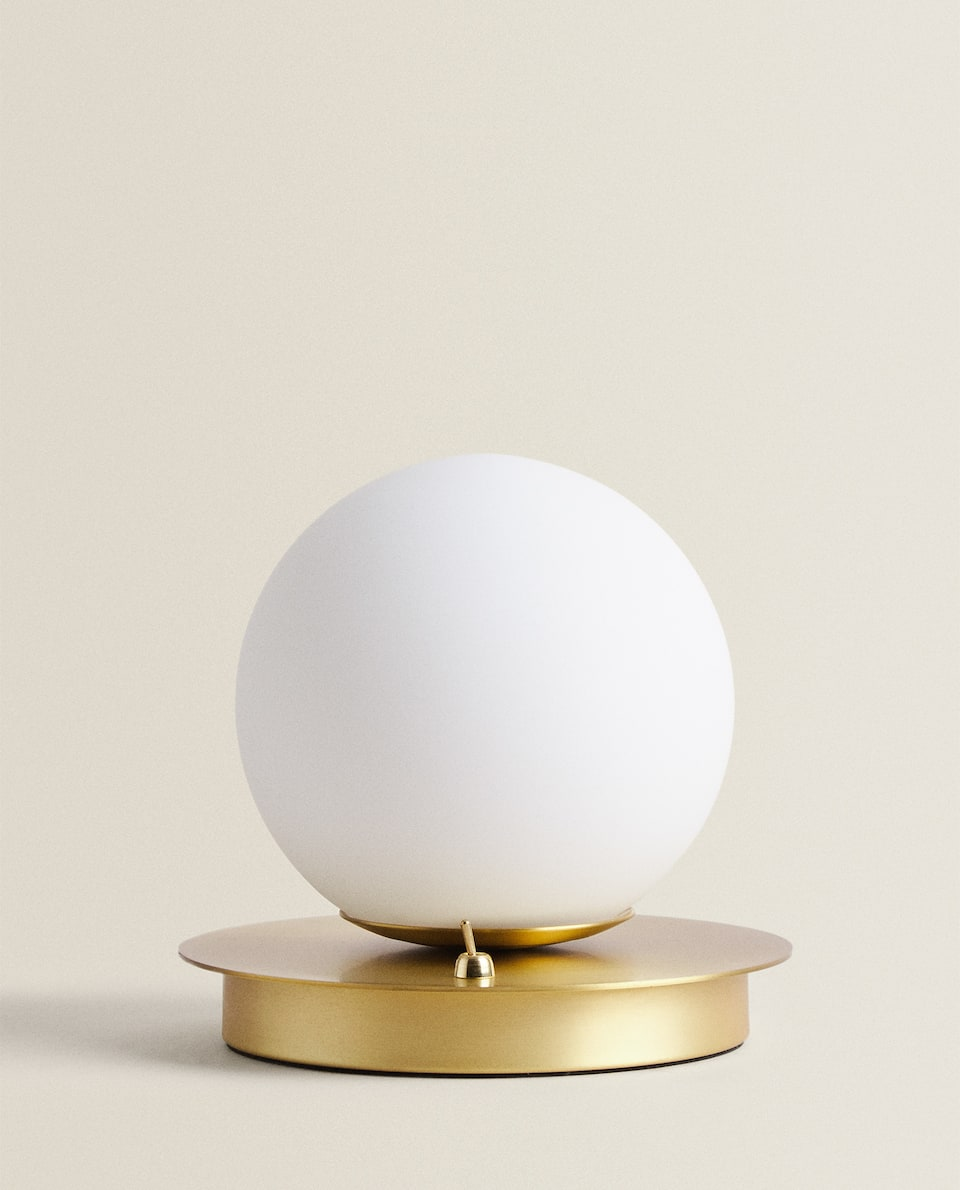 BALL LAMP WITH A METAL BASE