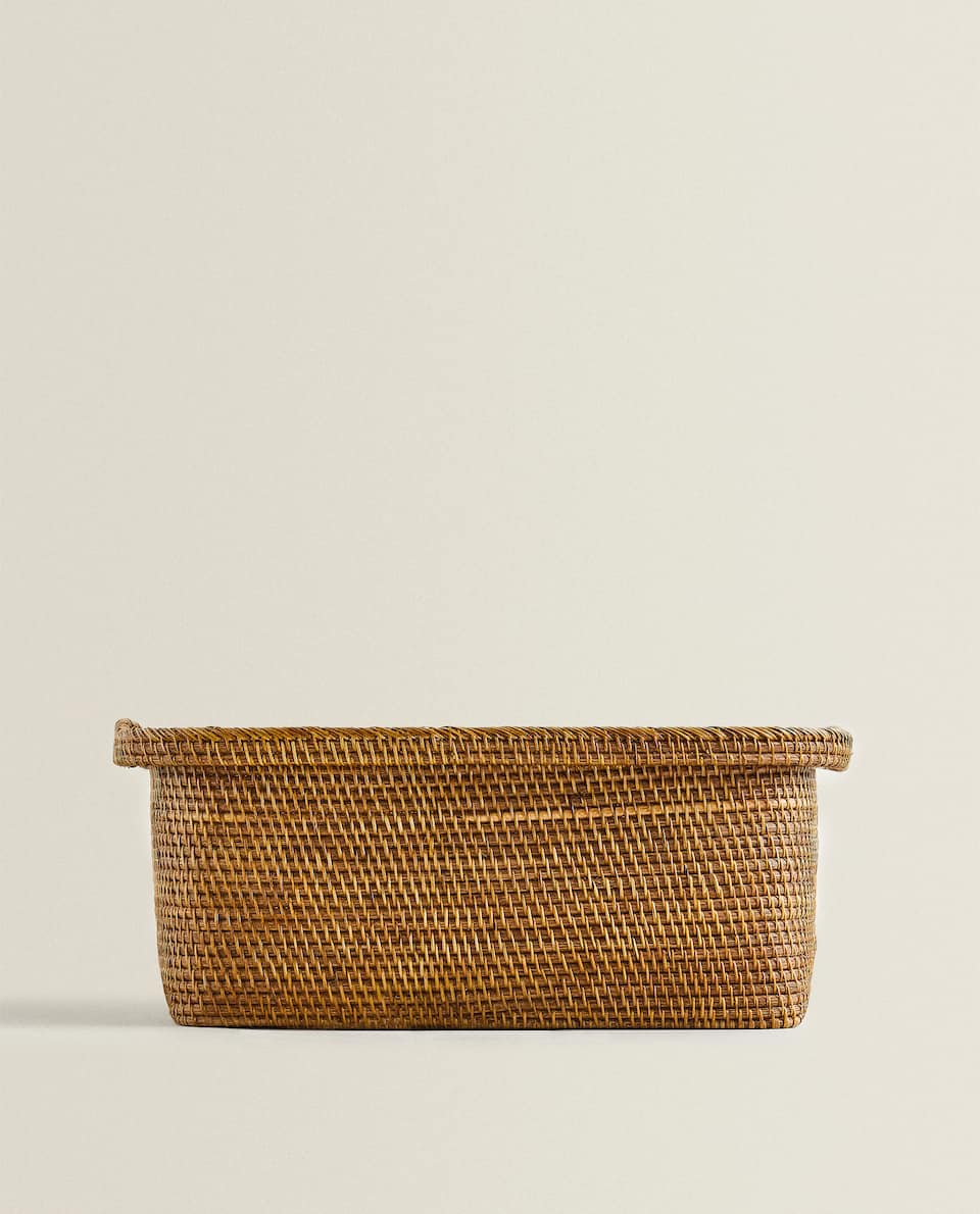 BASKET WITH WOODEN BASE AND HANDLES