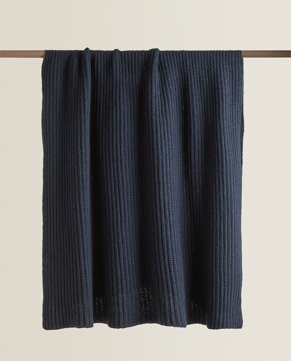RIBBED KNIT BLANKET