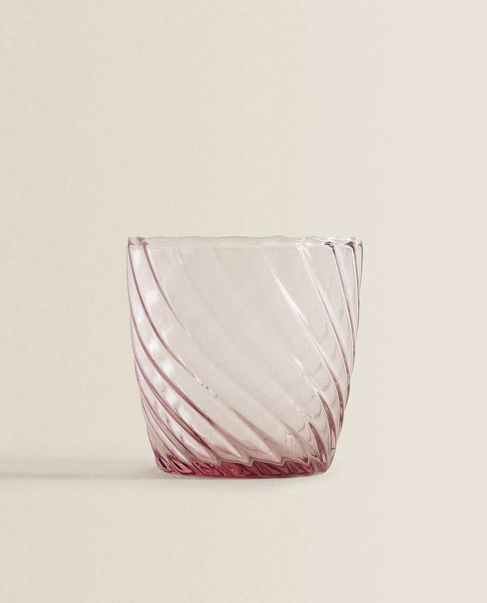 كأس مزين بموجة بارزة