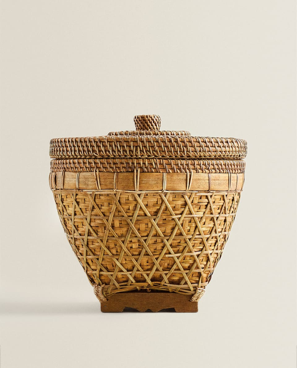 BASKET WITH WOODEN BASE AND LID