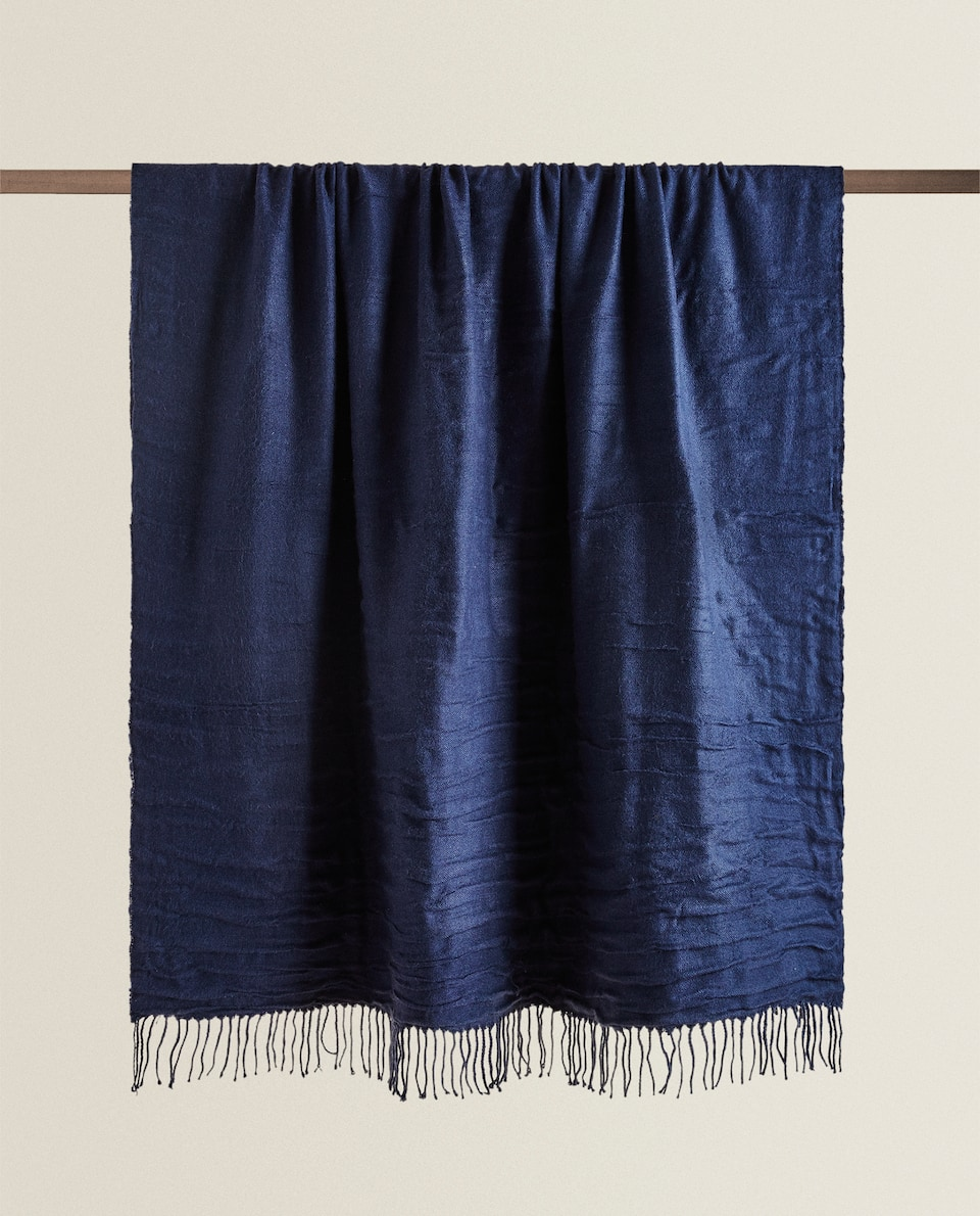 PLEATED BLANKET
