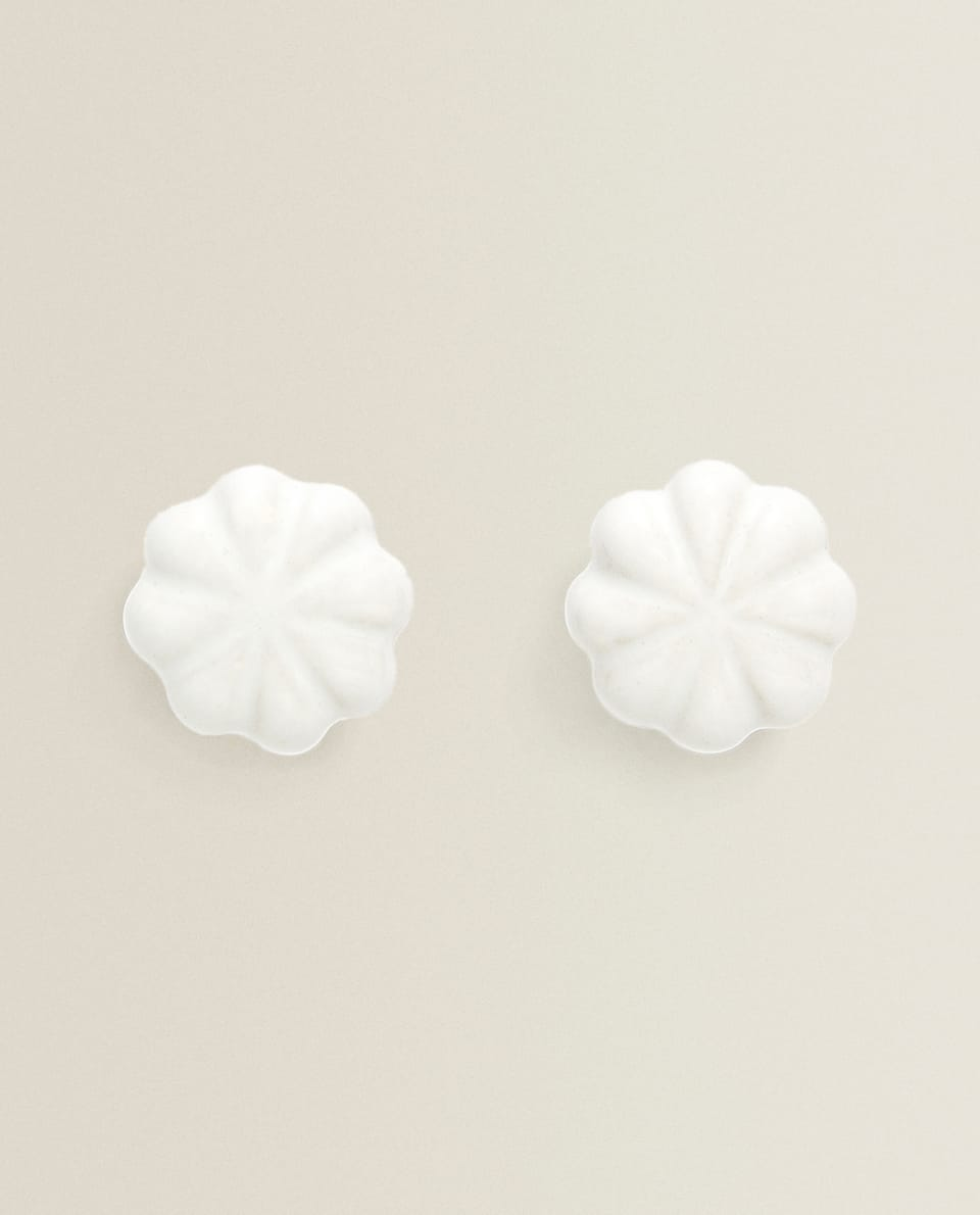 DOOR KNOBS WITH RAISED DESIGN (SET OF 2)