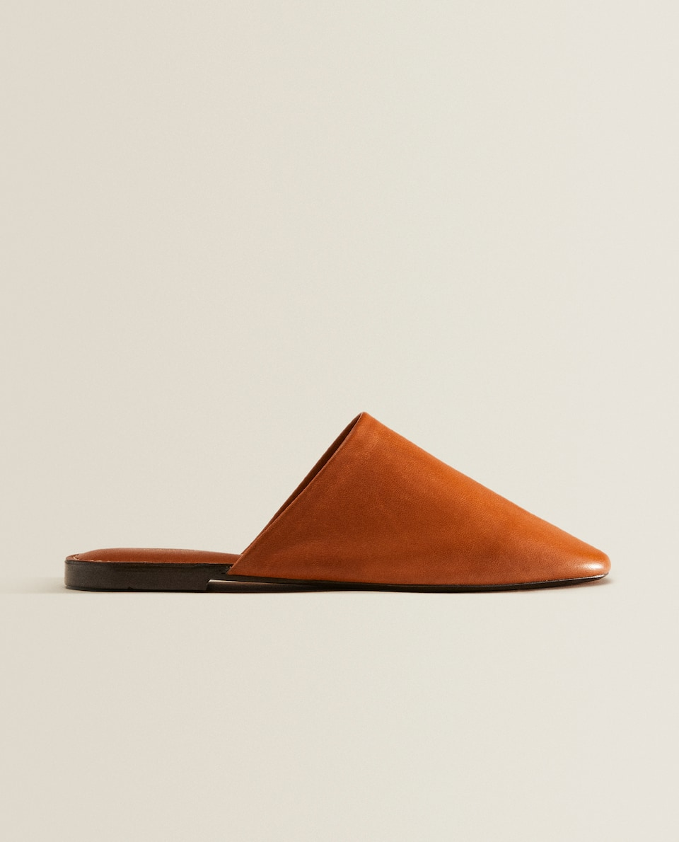 Leather slippers with topstitching