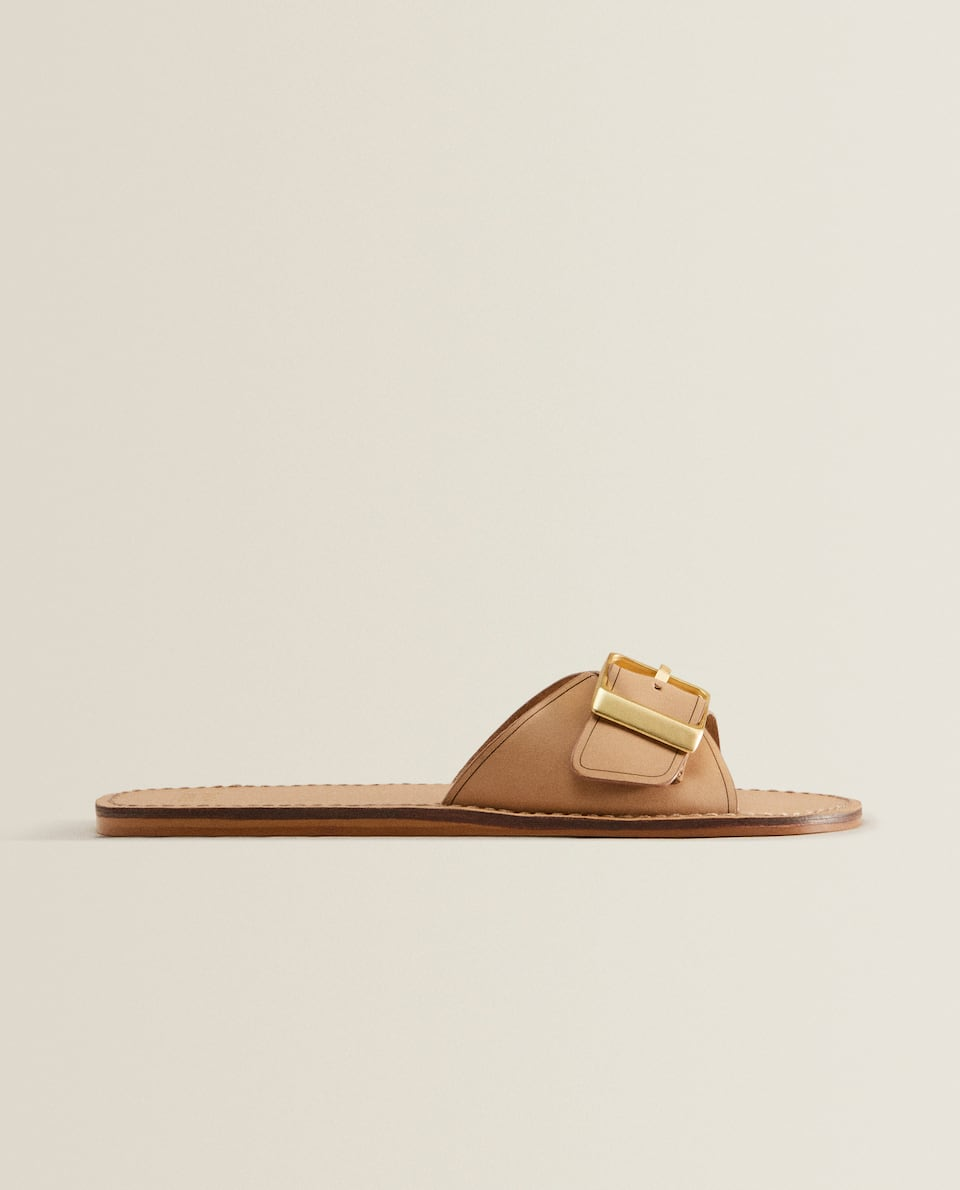 Leather sandals with buckle