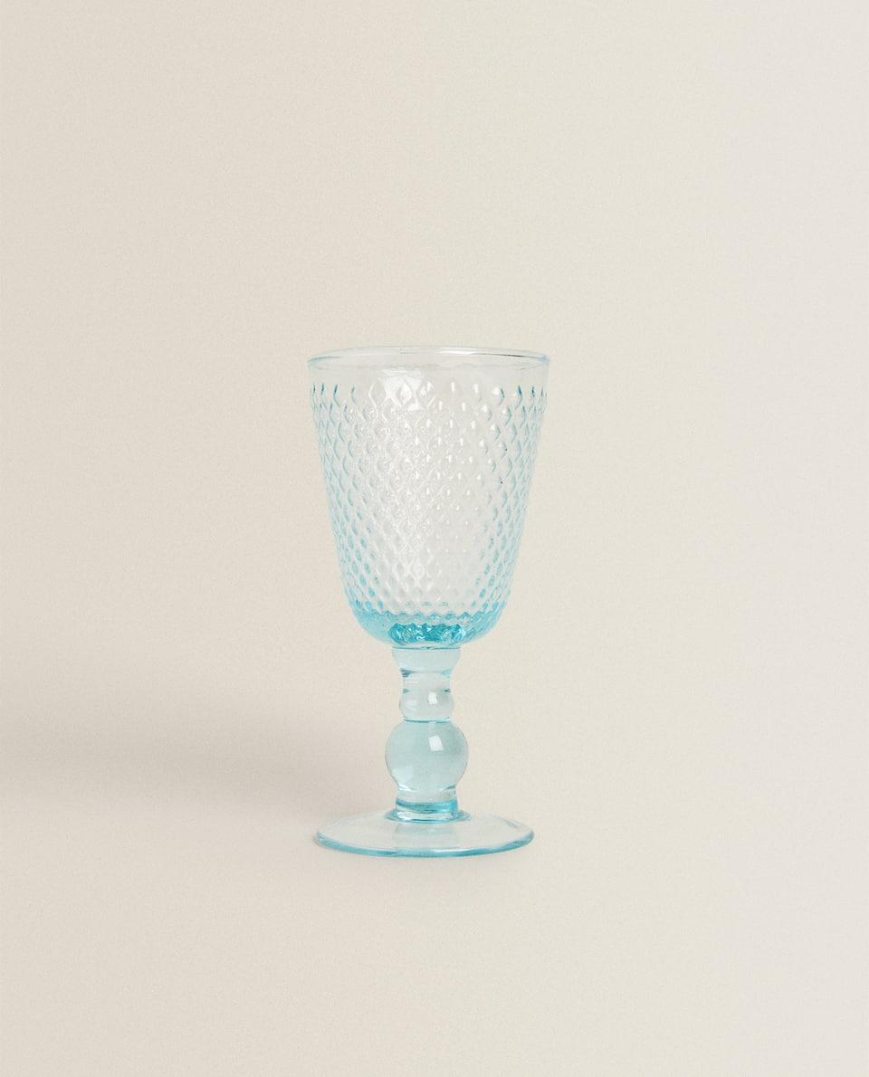 RAISED DESIGN WINE GLASS