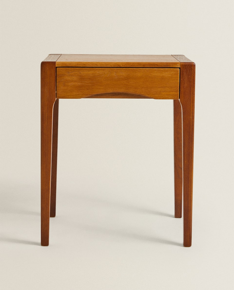 OAK BEDSIDE TABLE WITH DRAWER