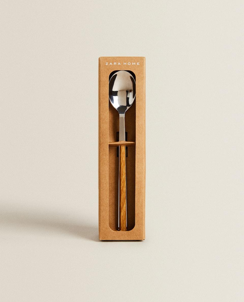 صندوق يحتوي على 4 ملاعق بمقابض بمظهر خشبي