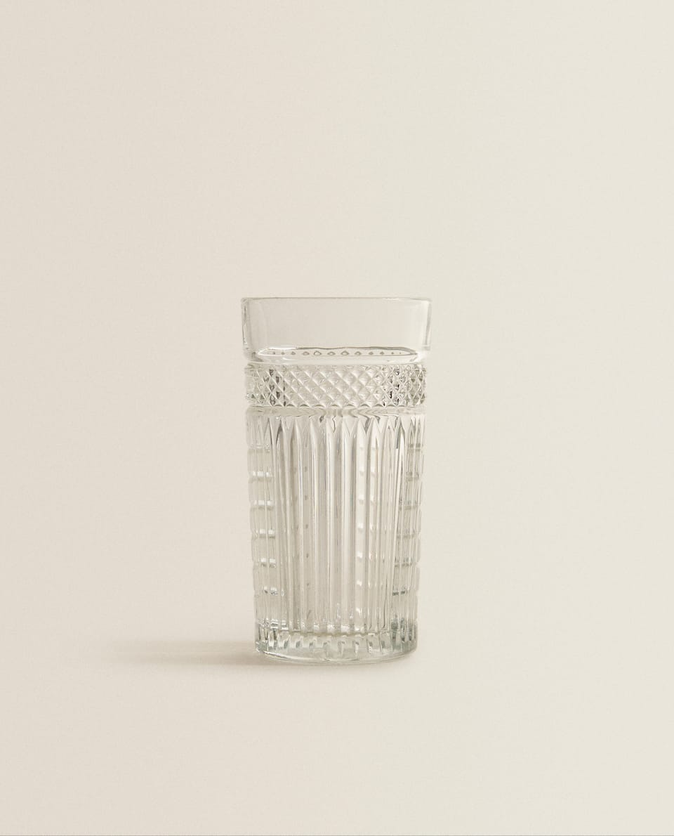 GLASS SOFT DRINK TUMBLER WITH RAISED DESIGN