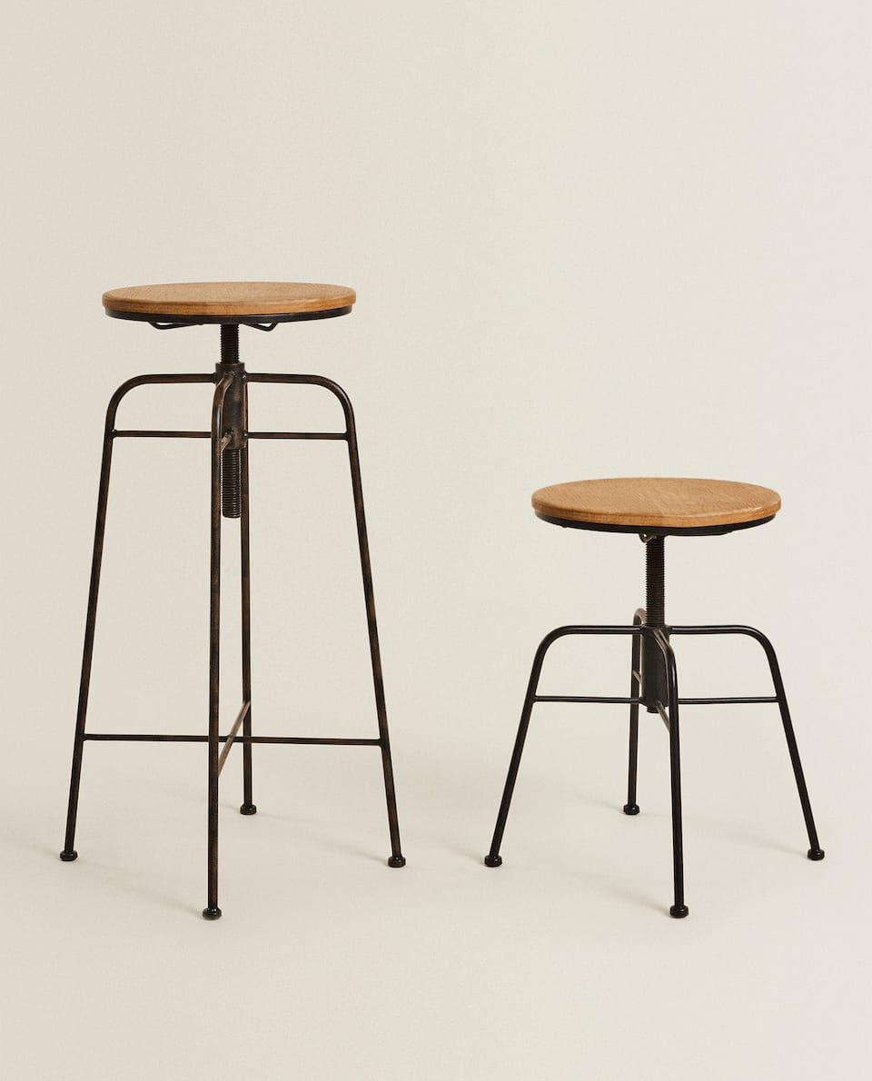 SWIVEL STOOL WITH A RUSTIC EFFECT