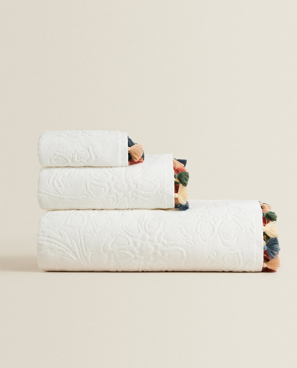 FLORAL JACQUARD TOWEL WITH TASSELS