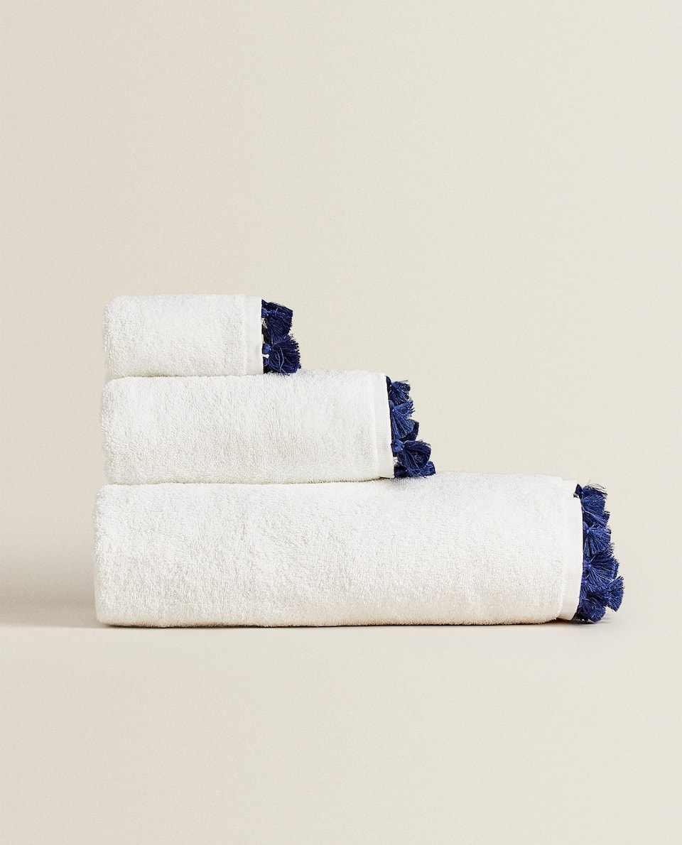 COTTON TOWEL WITH TASSELS