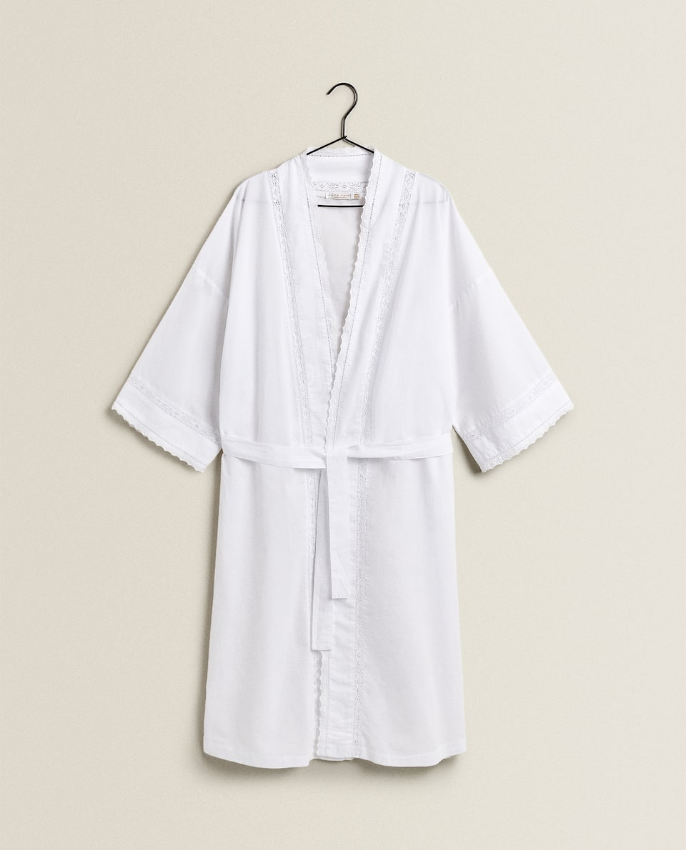 WHITE DRESSING GOWN WITH LACE TRIM