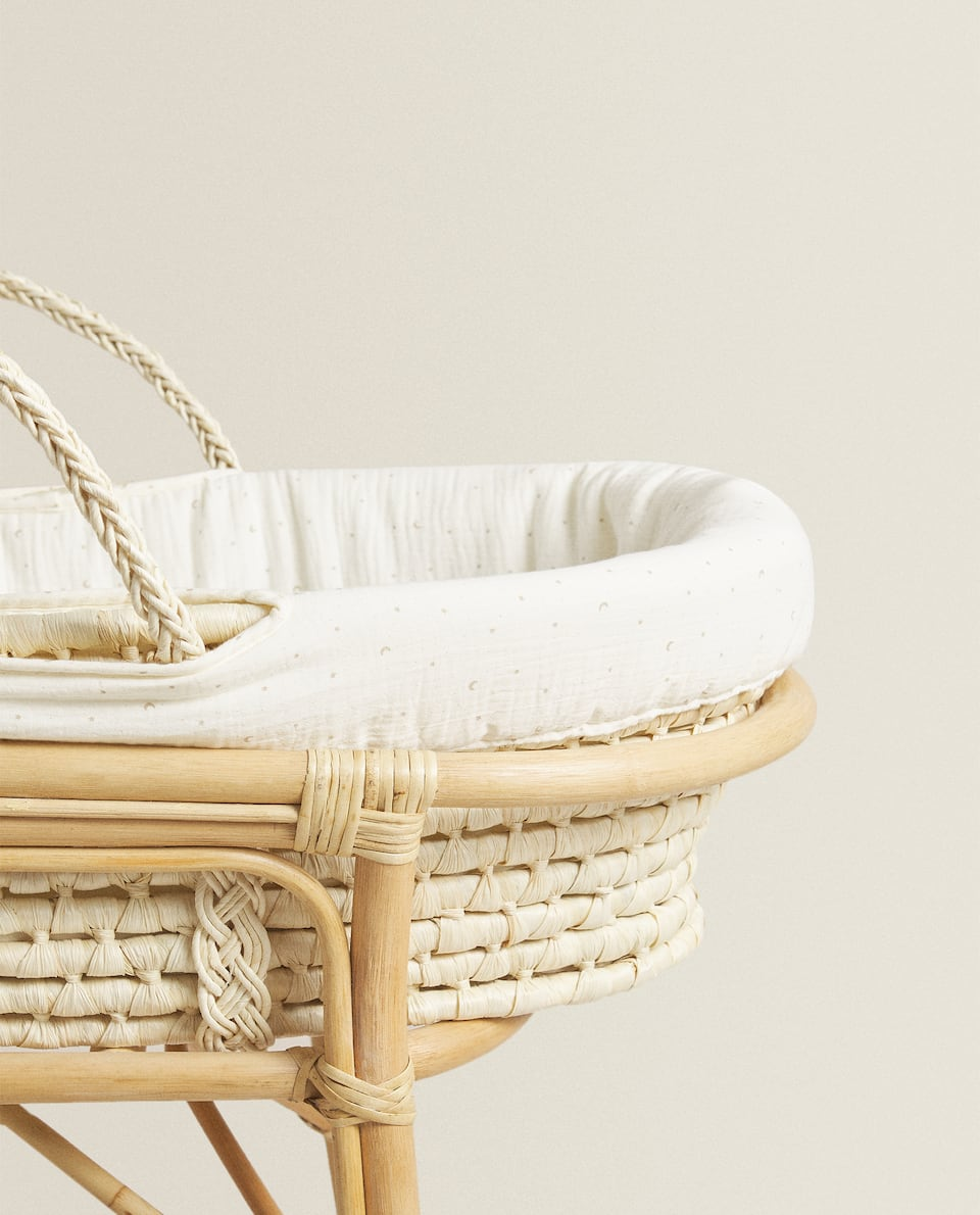 MUSLIN MOSES BASKET WITH MOONS AND STARS