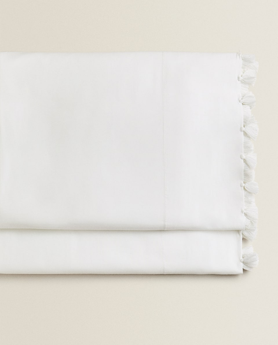 FLAT SHEET WITH WHITE POMPOMS