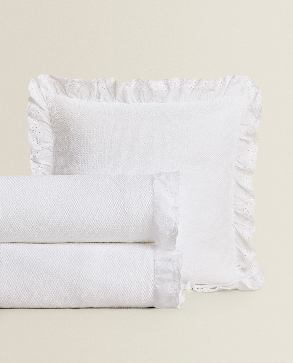 BEDSPREAD WITH EMBROIDERED RUFFLE TRIMS