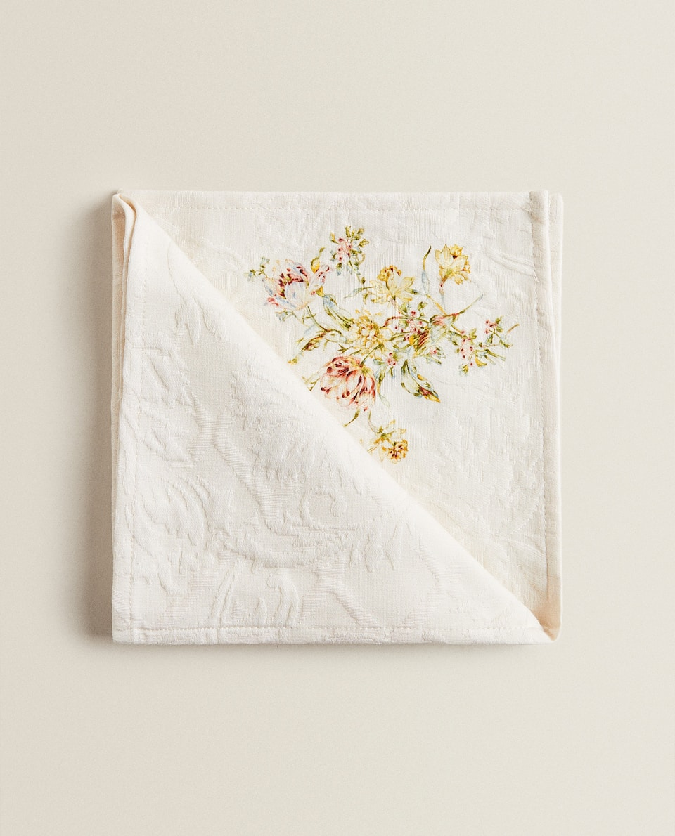 NAPKIN WITH RAISED FLORAL DESIGN (PACK OF 2)