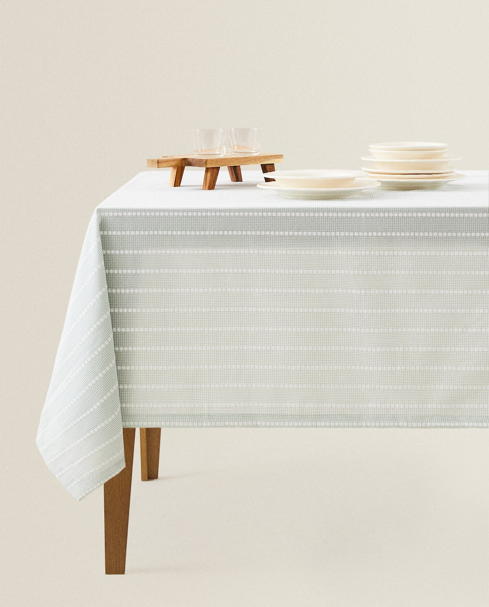 GINGHAM TABLECLOTH WITH DAISY EMBROIDERY