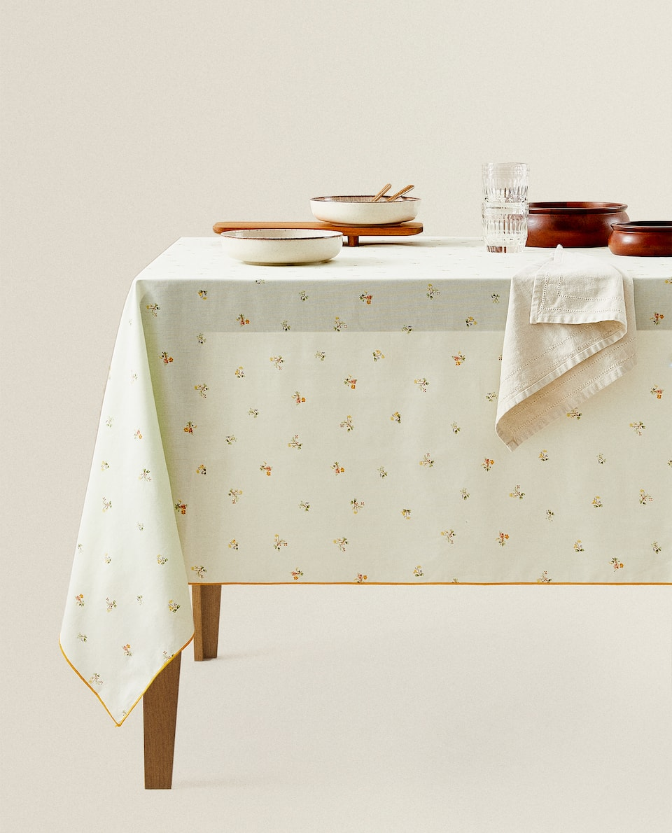 TABLECLOTH WITH MINI FLORAL PRINT