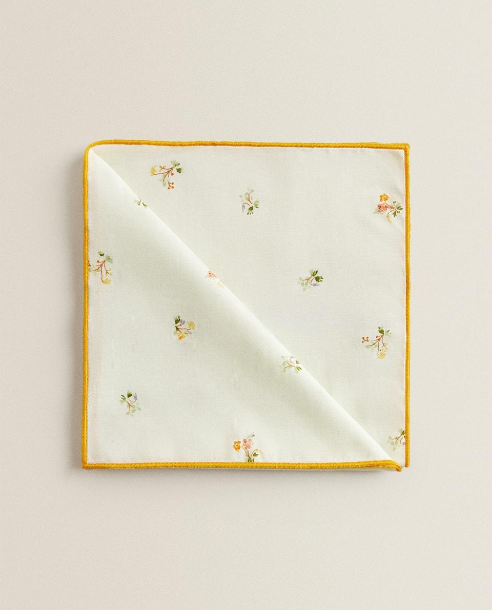 فوطة مائدة بطبعة زهور صغيرة (طقم من قطعتين)