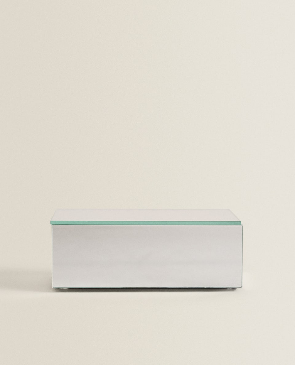 صندوق مربع بمظهر المرآة