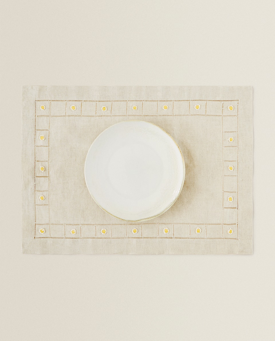 EMBROIDERED LINEN PLACEMAT
