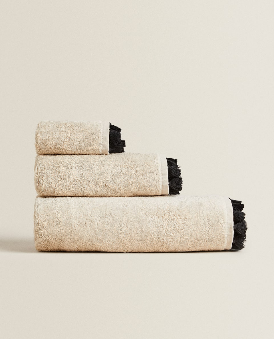 TOWEL WITH TASSELS