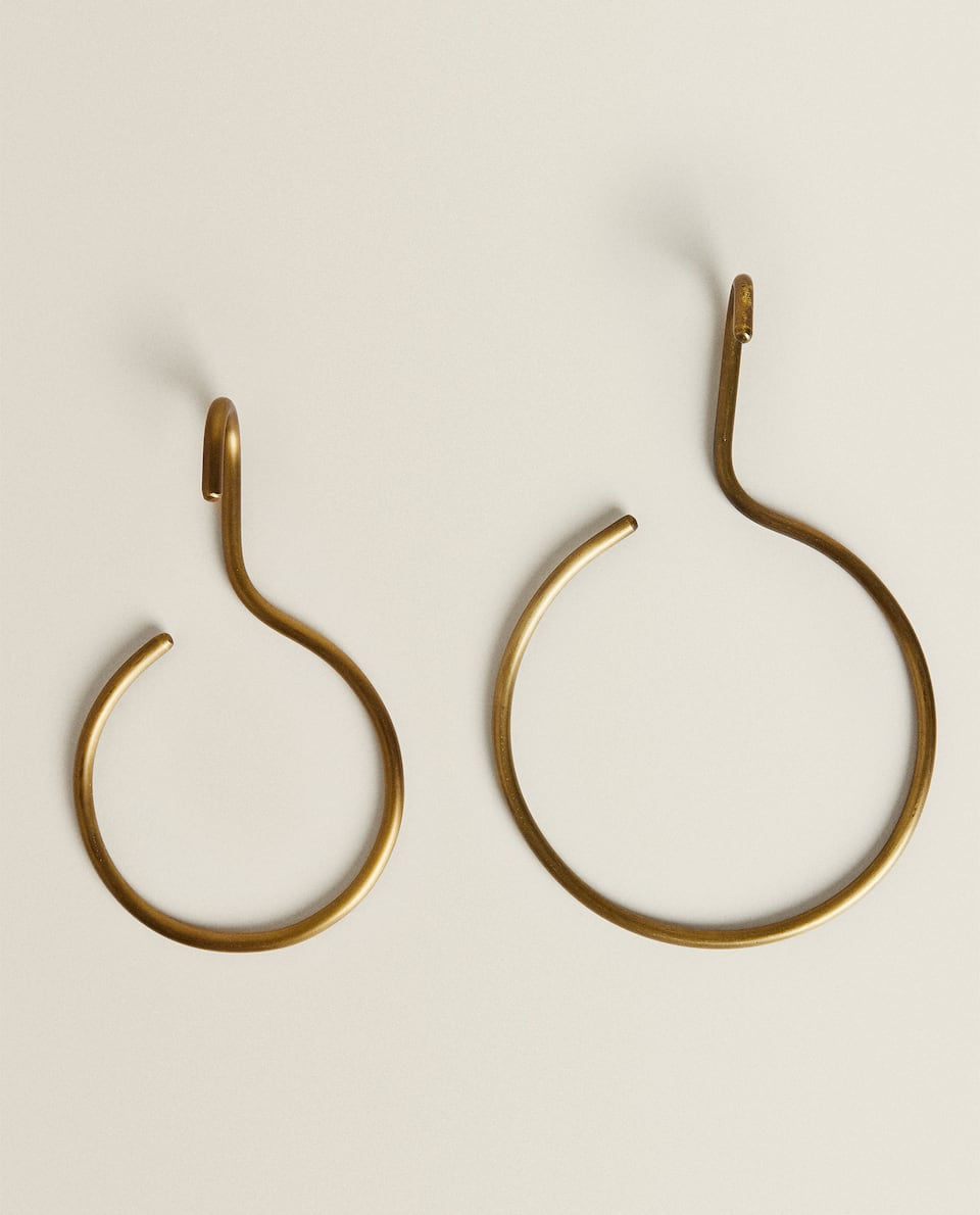ROUND GOLD-TONED HOOK WITH ANTIQUE FINISH