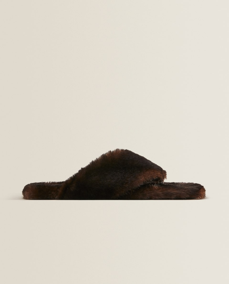 Faux fur slippers with square toe