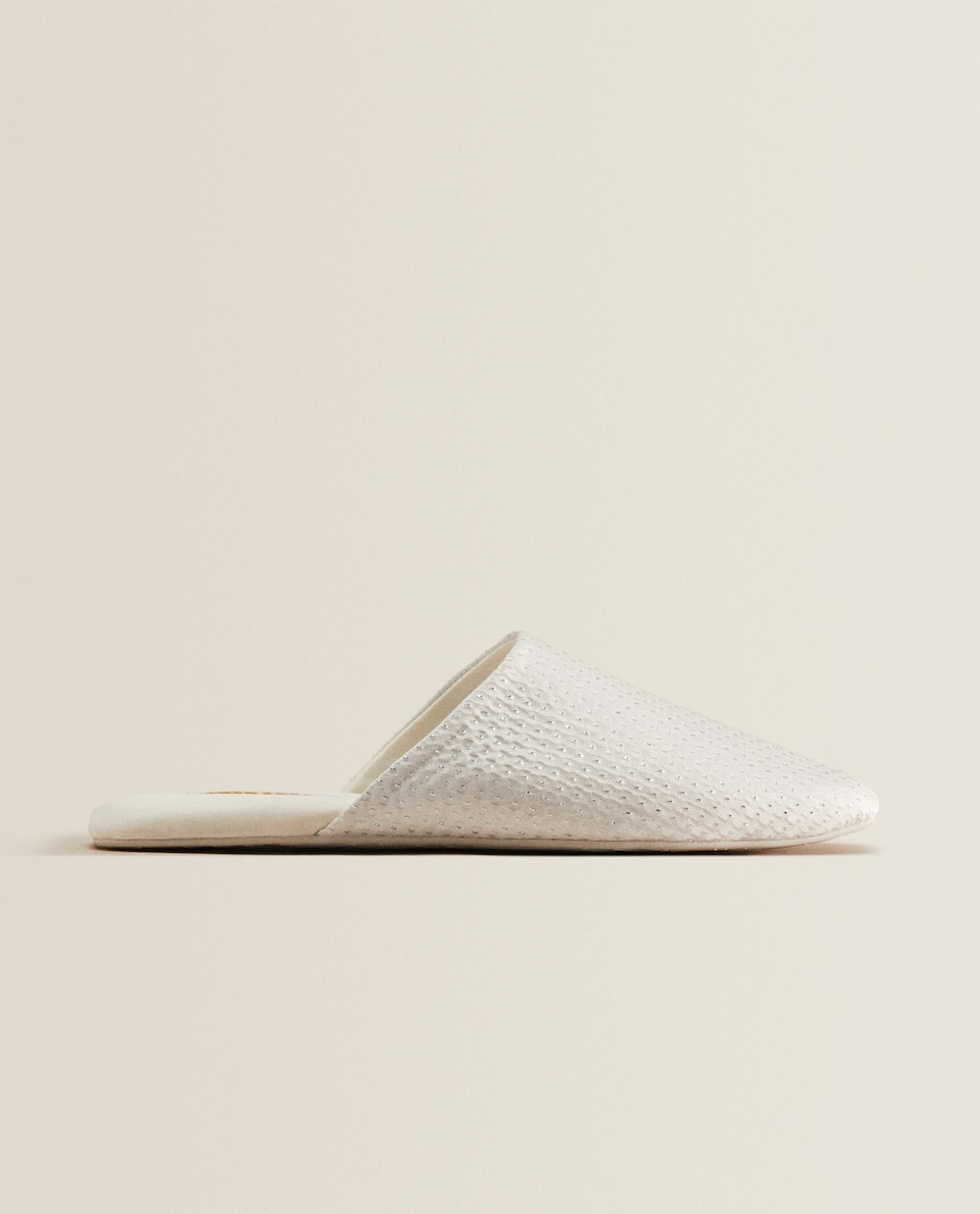Slippers with metallic details