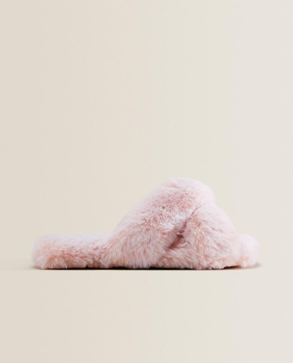 Papuče s ukrštenim kaiščićima od veštačkog krzna
