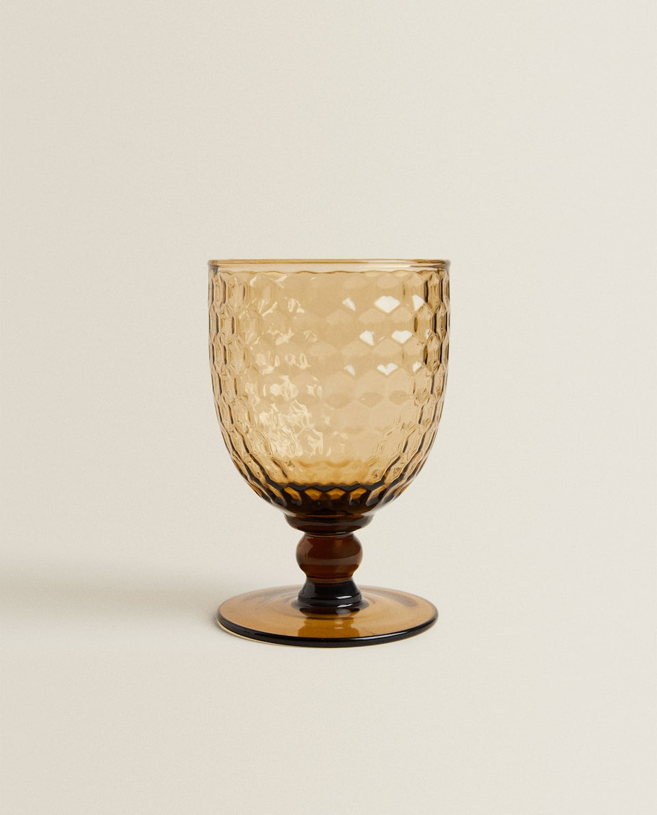 WINE GLASS WITH RAISED HONEYCOMB DETAIL