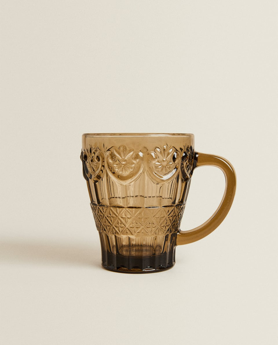 GLASS CUP WITH RAISED DESIGN
