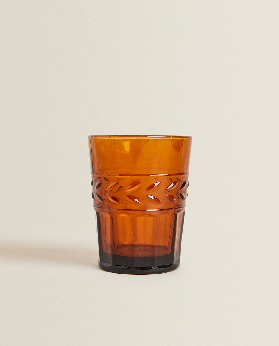 GLASS TUMBLER WITH LEAF RELIEF DESIGN