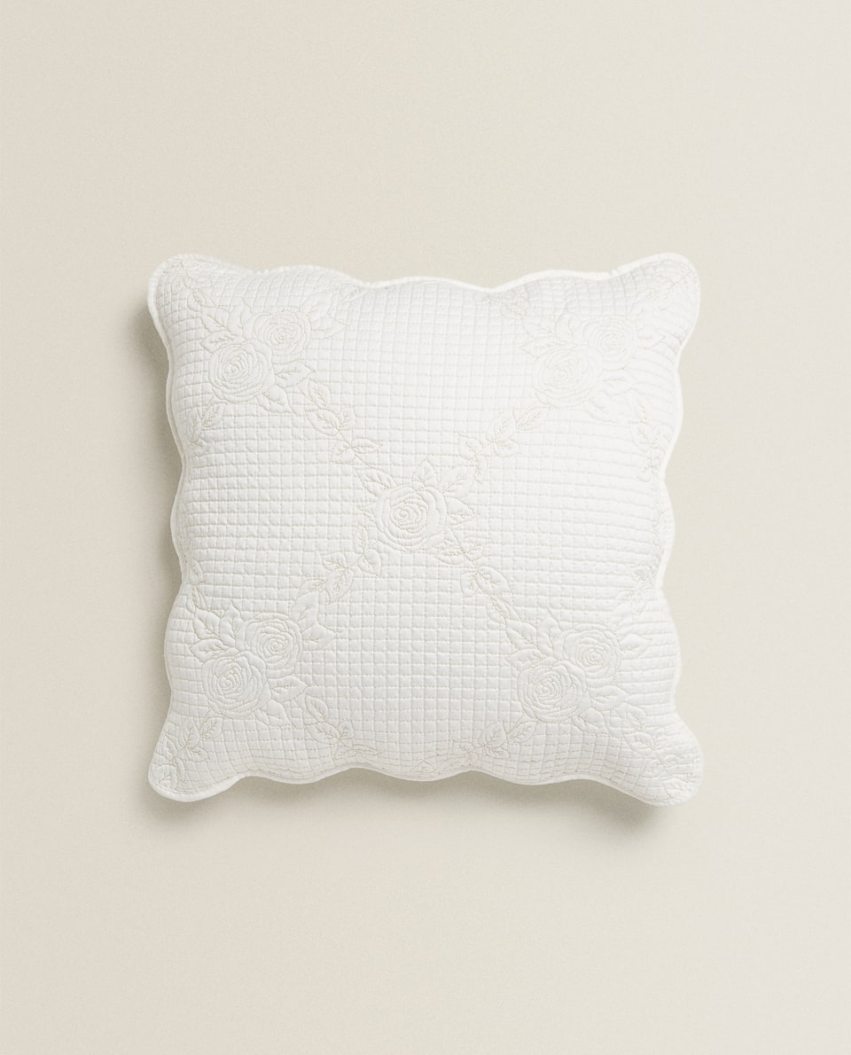 EMBROIDERED SHINY CUSHION COVER