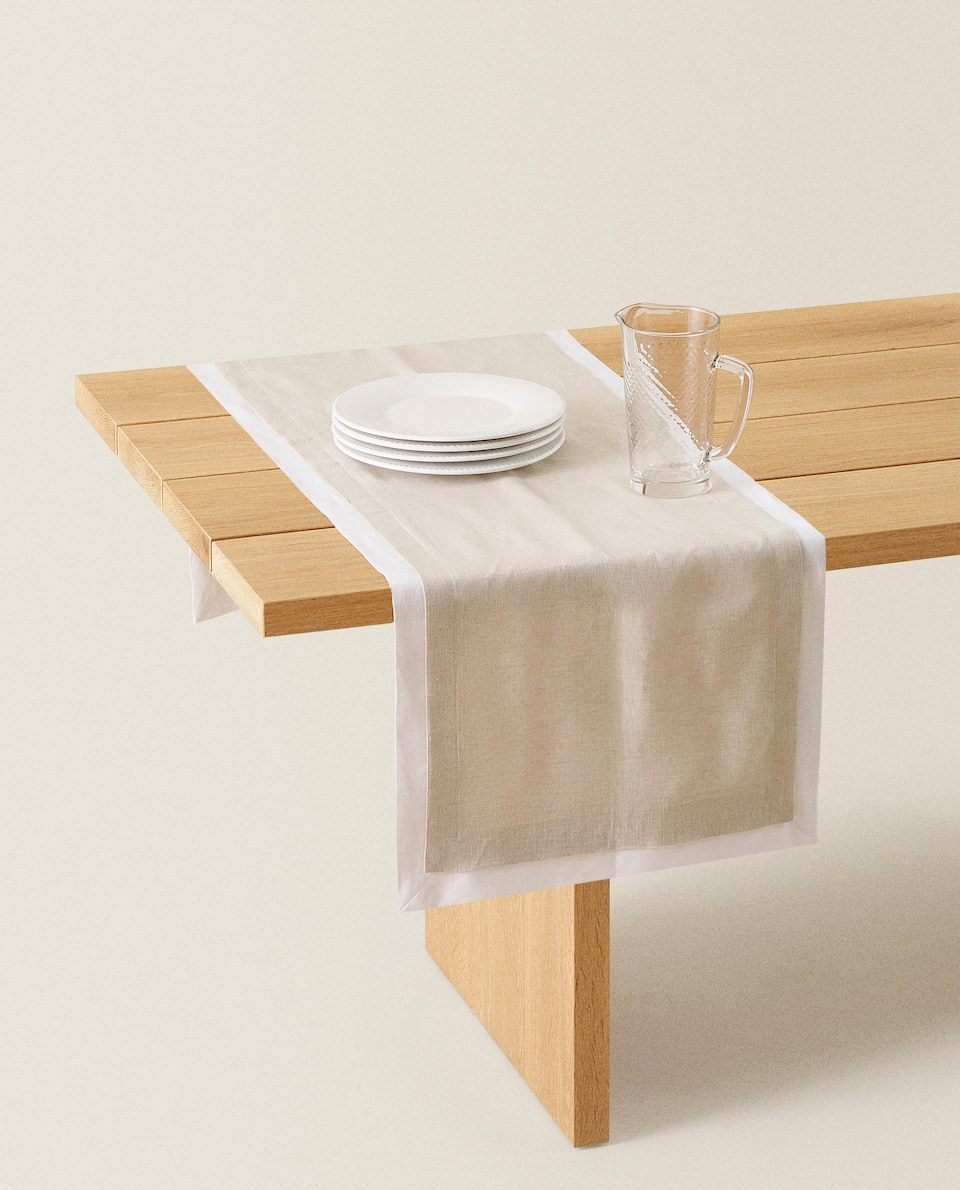 DOUBLE-LAYER TABLE RUNNER
