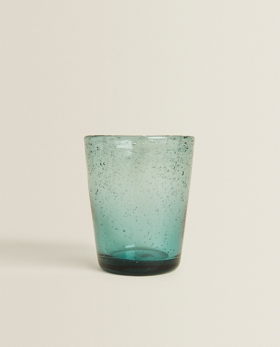 GLASS TUMBLER WITH DROPS